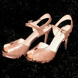 Nine West Glittery gold platform heels sz 9